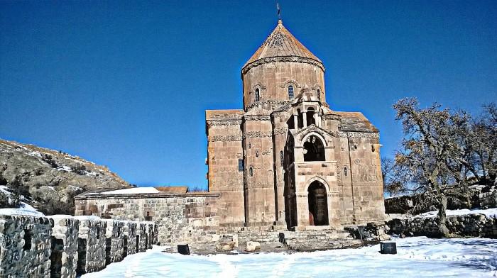 iglesia armenia de Akdamar en el lago Van (Turquía)
