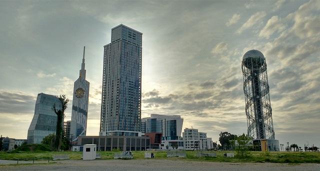 Batumi skyline. Torre del alfabeto